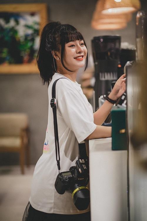 10x năng động trước ống kính-cô gái luôn mỉm cười trước khó khăn