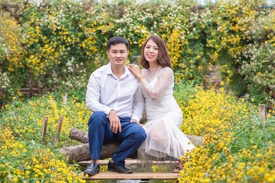 Hot mom Nguyễn Thị Hiền hạnh phúc bên chồng của mình