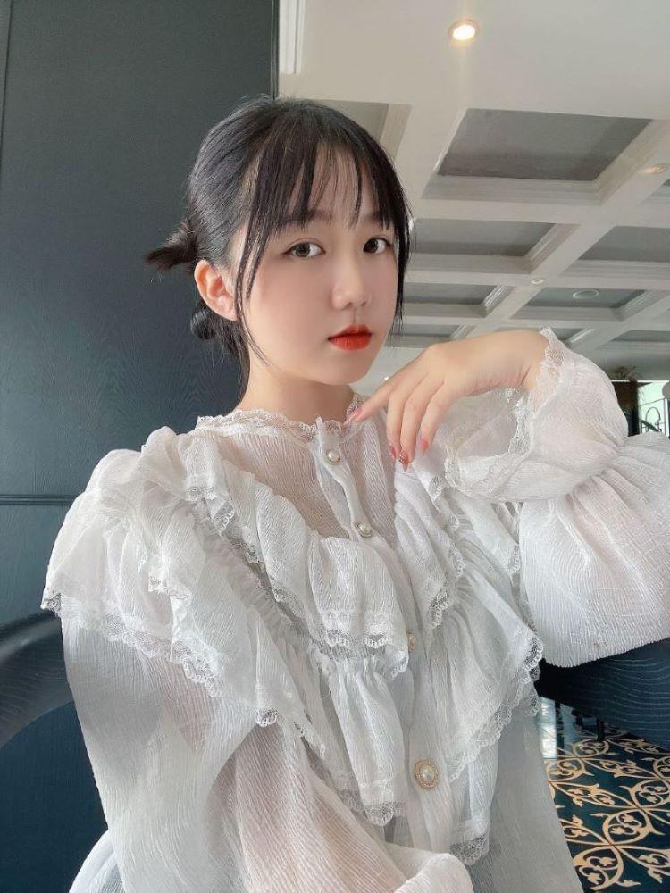 Chân dung vẻ đẹp baby của Hoàng Lâm Tuyết Trâm