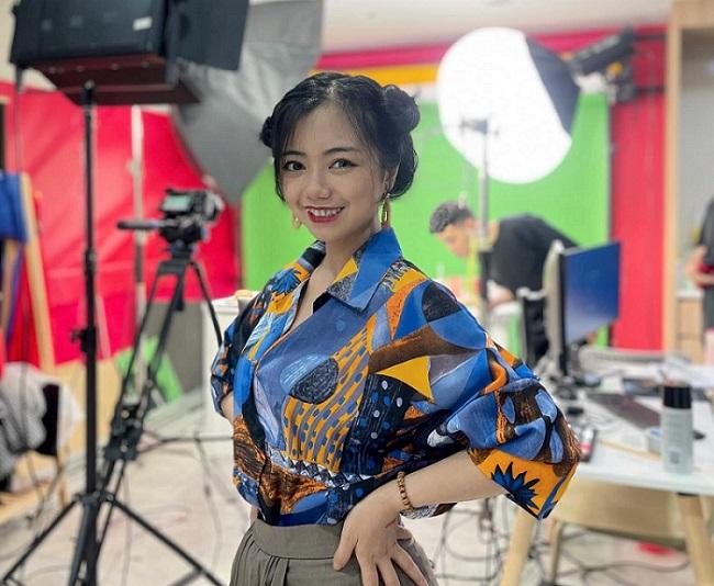Diệu Ly Showhost – Cô MC Livestream duyên dáng